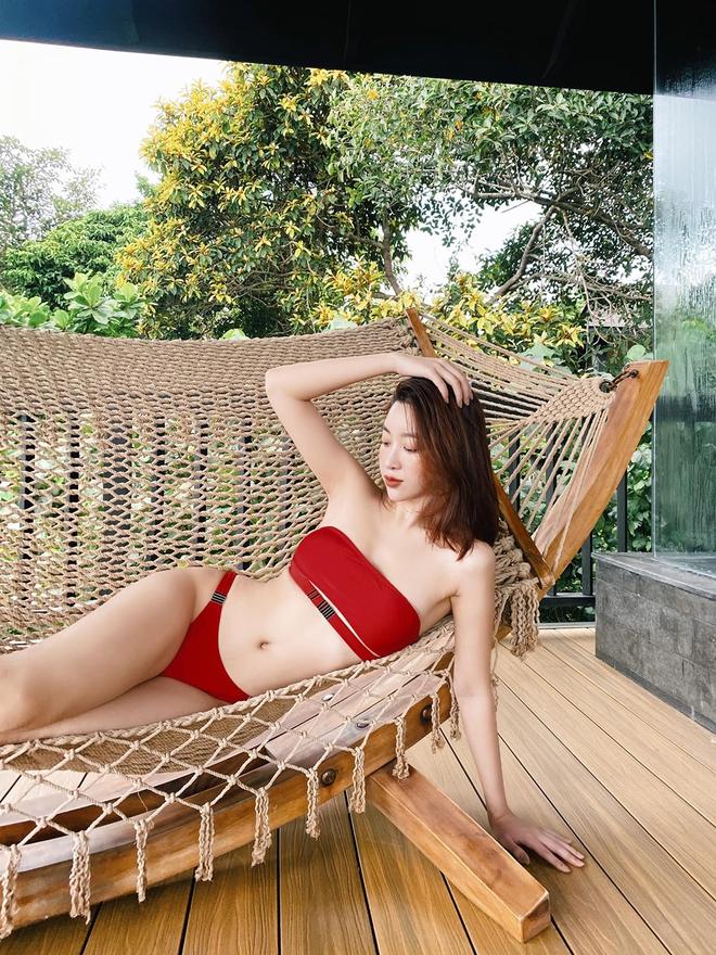 Loạt ảnh mặc bikini nóng bỏng của hoa hậu Đỗ Mỹ Linh - Ảnh 4.