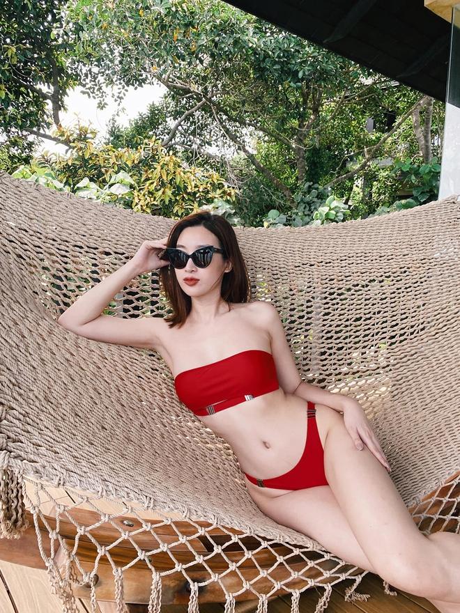 Loạt ảnh mặc bikini nóng bỏng của hoa hậu Đỗ Mỹ Linh - Ảnh 2.