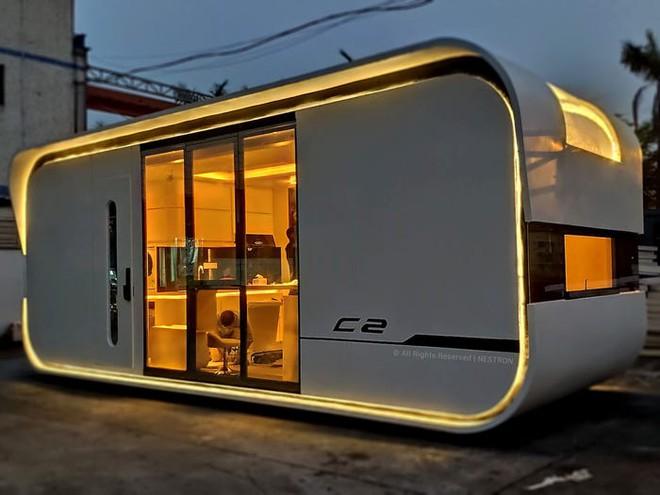 Ngôi nhà mini như bước ra từ phim viễn tưởng, gọn gàng nhưng đủ không gian cho gia đình 4 người - Ảnh 1.