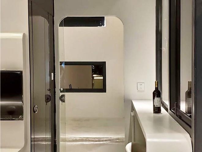 Ngôi nhà mini như bước ra từ phim viễn tưởng, gọn gàng nhưng đủ không gian cho gia đình 4 người - Ảnh 9.