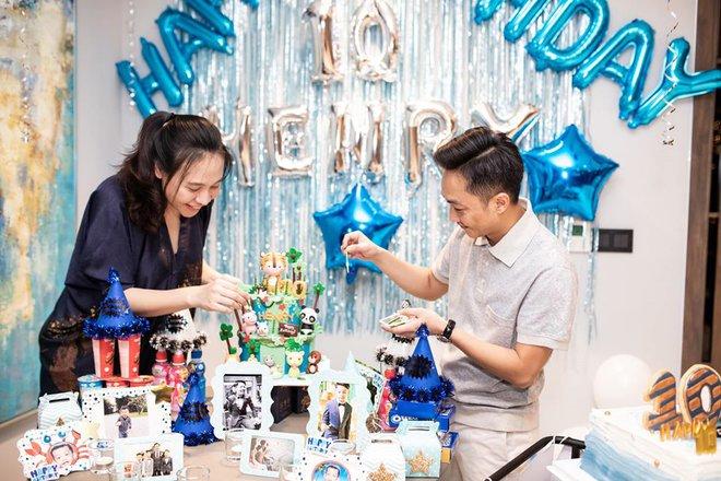Cường đô la ddăng ảnh sinh nhật con trai, nhưng chiếc bụng lớn của Đàm Thu Trang gây chú ý - Ảnh 2.