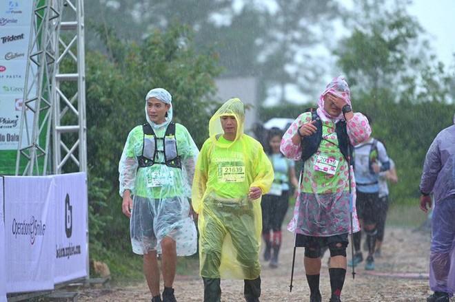 Một vận động viên chạy Marathon quốc tế bị nước cuốn tử nạn - Ảnh 1.