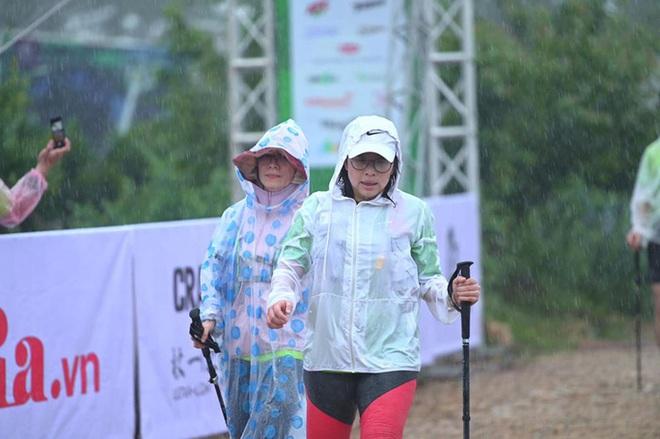 Một vận động viên chạy Marathon quốc tế bị nước cuốn tử nạn - Ảnh 3.