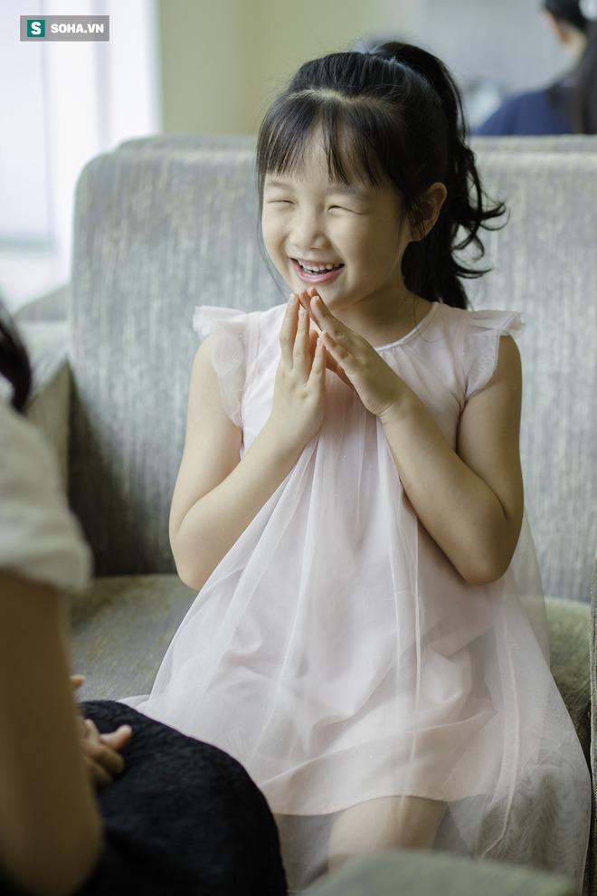 Cô bé mắt hí tài giỏi và cách nuôi con đáng kinh ngạc của BTV Mùi Khánh Ly - Ảnh 12.