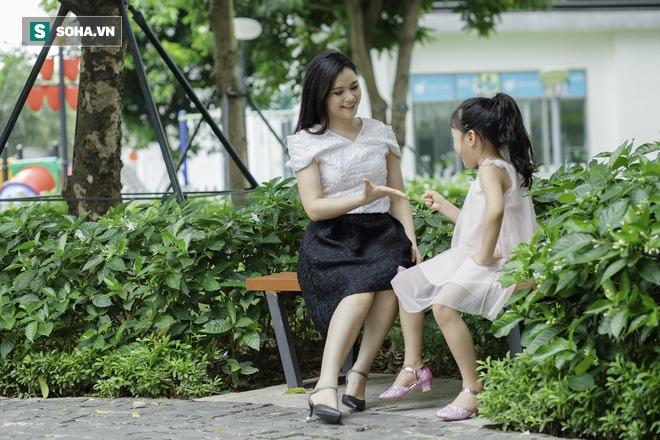 Cô bé mắt hí tài giỏi và cách nuôi con đáng kinh ngạc của BTV Mùi Khánh Ly - Ảnh 3.