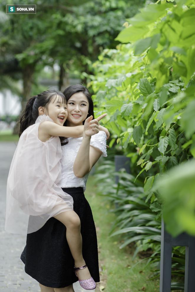 Cô bé mắt hí tài giỏi và cách nuôi con đáng kinh ngạc của BTV Mùi Khánh Ly - Ảnh 5.