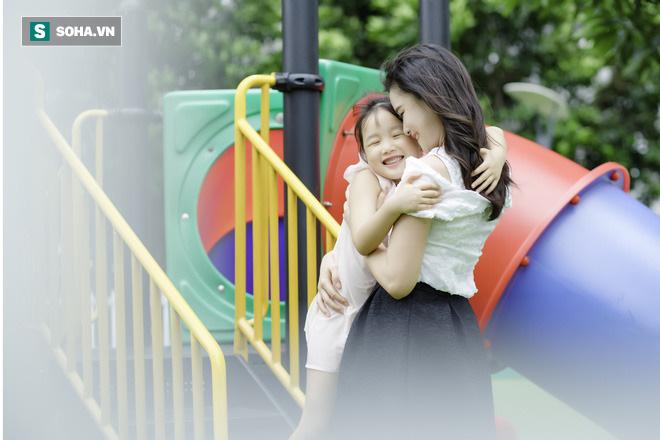 Cô bé mắt hí tài giỏi và cách nuôi con đáng kinh ngạc của BTV Mùi Khánh Ly - Ảnh 8.