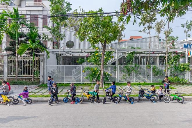 Lớp học giữa không gian cây và hoa tại thành phố Hạ Long - Ảnh 2.