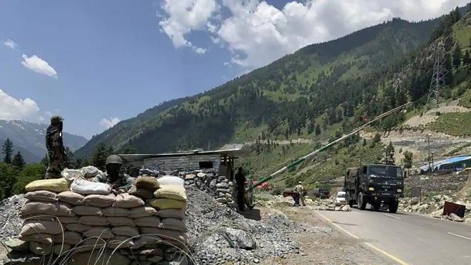 Ấn Độ phát hiện hành động bất thường của Trung Quốc dọc biên giới - Không quân sẵn sàng đối phó - Ảnh 1.