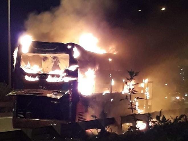 Một ngày 2 vụ cháy xe ô tô, Cục Đăng kiểm Việt Nam khuyến cáo gì? - Ảnh 2.