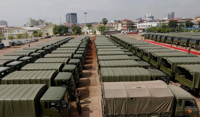 Con trai ông Hun Sen long trọng đón 300 xe quân sự Trung Quốc: Sự thật chuyện Bắc Kinh tặng quà Campuchia - Ảnh 3.