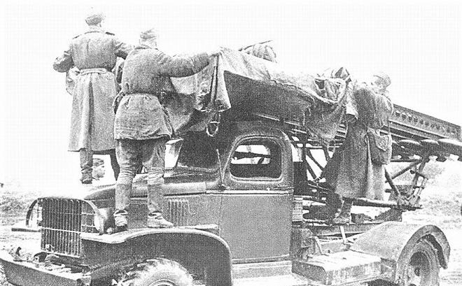 Ba chiến sĩ Katyusha tiêu diệt 500 lính Đức