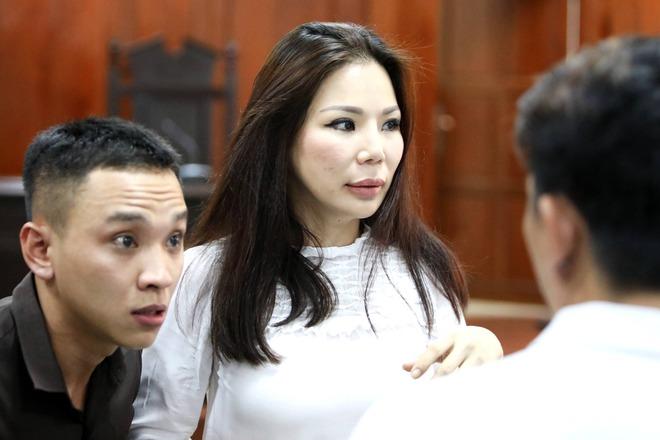 Vợ cũ BS Chiêm Quốc Thái chấp hành xong án tù trong vụ bỏ 1 tỷ thuê giang hồ đánh dằn mặt - Ảnh 5.
