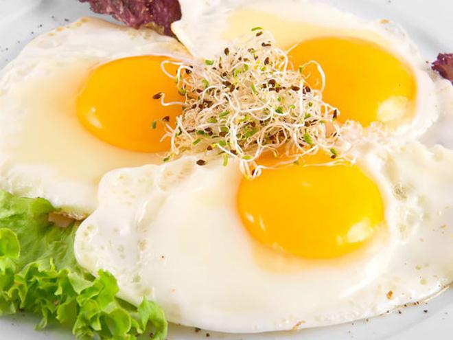 Ăn ba quả trứng mỗi ngày và xem những gì sẽ xảy ra với cơ thể bạn! - Ảnh 1.