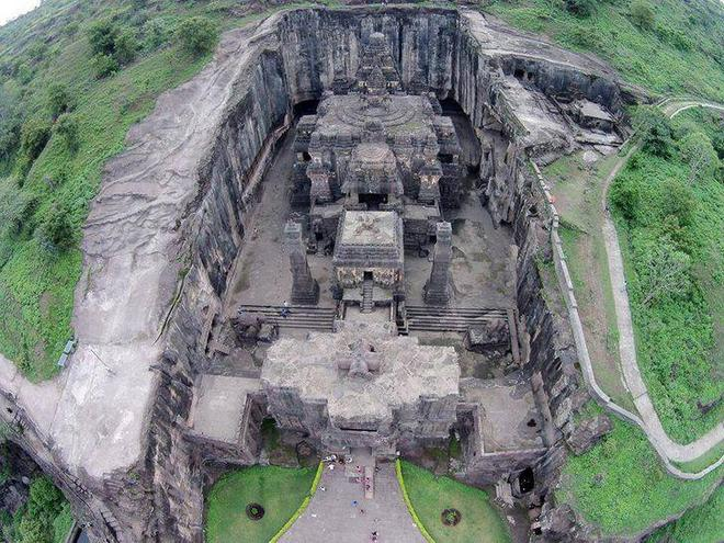 Bí ẩn mật mã trong ngôi đền được chạm khắc từ một tảng đá nguyên khối - Ảnh 1.