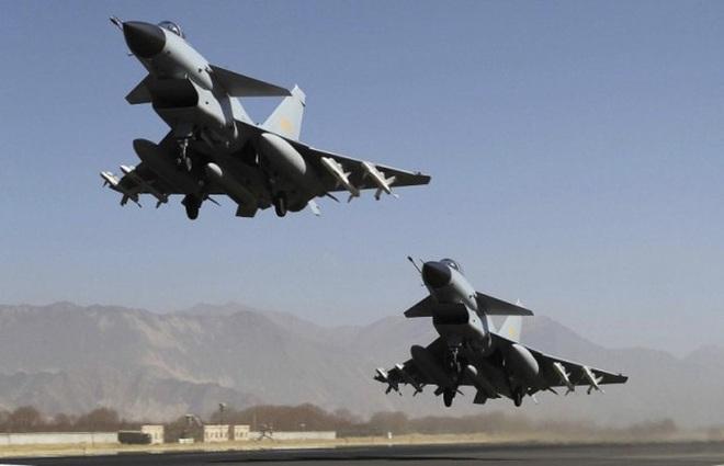 Máy bay ném bom Trung Quốc xâm nhập ADIZ Đài Loan, bị cảnh báo phải rời đi - Ảnh 1.