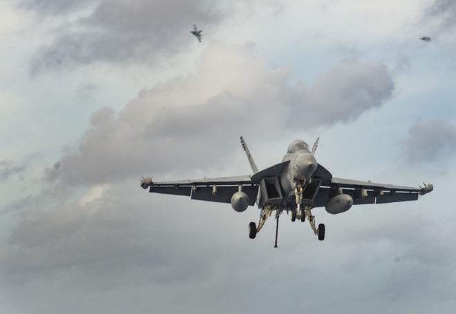 Cận cảnh 3 tàu sân bay Mỹ hoạt động ở cửa ngõ biển Đông - Ảnh 13.