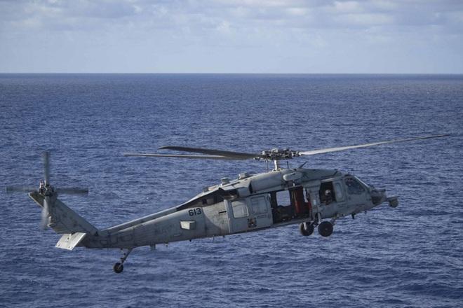 Cận cảnh 3 tàu sân bay Mỹ hoạt động ở cửa ngõ biển Đông - Ảnh 3.