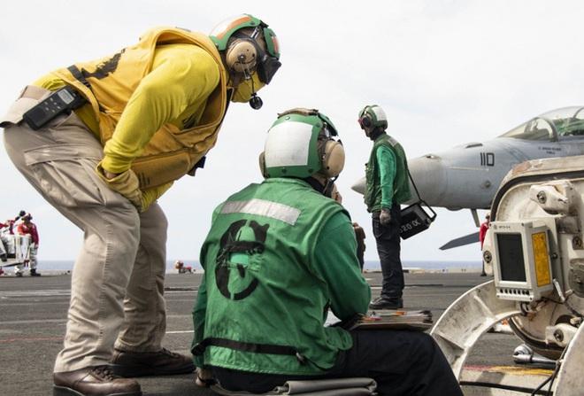 Cận cảnh 3 tàu sân bay Mỹ hoạt động ở cửa ngõ biển Đông - Ảnh 9.