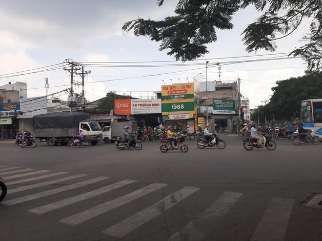 Vây bắt tên trộm xe SH ở Sài Gòn, 2 người bị đâm trọng thương - Ảnh 1.
