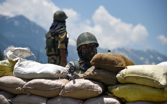 """Tướng """"diều hâu"""" TQ cảnh báo Ấn Độ: Nếu xâm phạm TQ thì sẽ chịu cảnh đứng đến mà nằm về"""