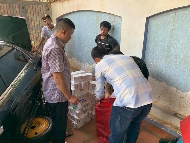 Điều tra vụ vận chuyển, buôn bán hơn 14.000 gói thuốc lá lậu - Ảnh 1.
