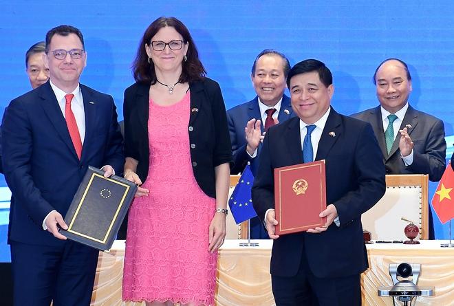 Thứ trưởng Ngoại giao Bùi Thanh Sơn: EVFTA là hiệp định thương mại tự do tham vọng nhất mà EU từng ký với một nước đang phát triển - Ảnh 4.
