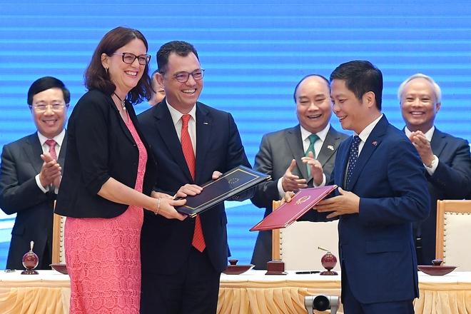 Thứ trưởng Ngoại giao Bùi Thanh Sơn: EVFTA là hiệp định thương mại tự do tham vọng nhất mà EU từng ký với một nước đang phát triển - Ảnh 2.