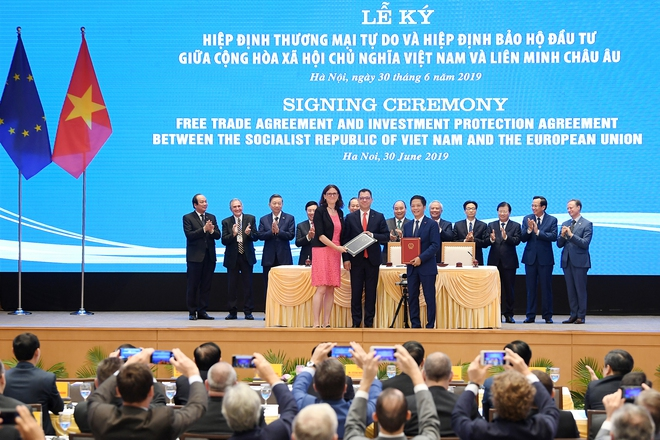 Thứ trưởng Ngoại giao Bùi Thanh Sơn: EVFTA là hiệp định thương mại tự do tham vọng nhất mà EU từng ký với một nước đang phát triển - Ảnh 3.