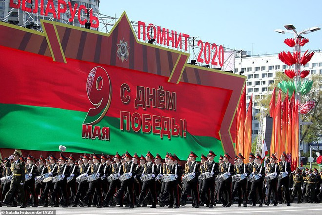 Bất ngờ về nữ quân nhân Belarus xinh đẹp trong lễ duyệt binh ở Minsk - Ảnh 2.