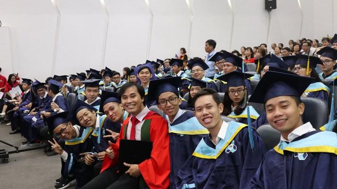 Giáo sư trẻ nhất Việt Nam gây bão mạng với quan điểm về trường chuyên, phụ huynh rầm rầm bình luận: Quá tuyệt vời! - Ảnh 1.