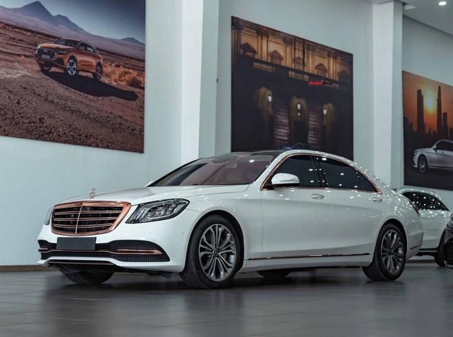 Độ cực độc, Mercedes-Benz S 450 Luxury phiên bản vàng hồng vẫn có giá bán lại rẻ hơn cả tỷ đồng dù mới chạy 12.000km - Ảnh 1.