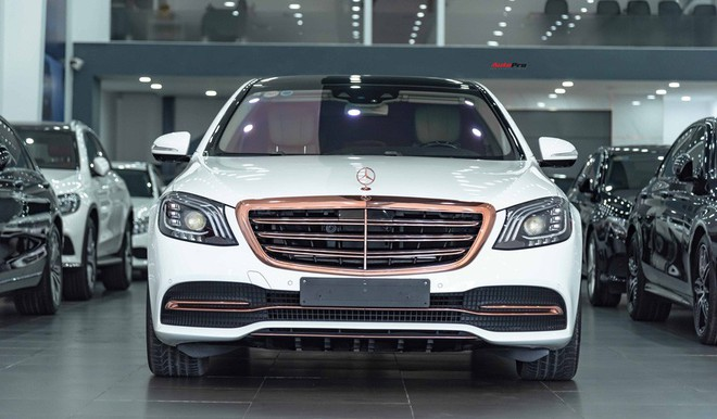Độ cực độc, Mercedes-Benz S 450 Luxury phiên bản vàng hồng vẫn có giá bán lại rẻ hơn cả tỷ đồng dù mới chạy 12.000km - Ảnh 2.
