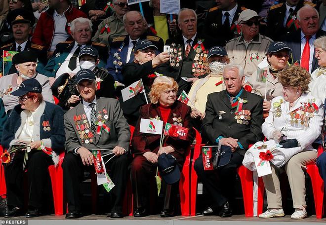Bất ngờ về nữ quân nhân Belarus xinh đẹp trong lễ duyệt binh ở Minsk - Ảnh 11.