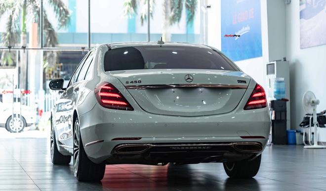 Độ cực độc, Mercedes-Benz S 450 Luxury phiên bản vàng hồng vẫn có giá bán lại rẻ hơn cả tỷ đồng dù mới chạy 12.000km - Ảnh 3.