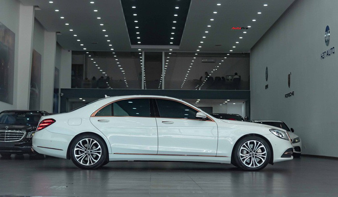 Độ cực độc, Mercedes-Benz S 450 Luxury phiên bản vàng hồng vẫn có giá bán lại rẻ hơn cả tỷ đồng dù mới chạy 12.000km - Ảnh 4.