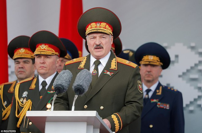 Bất ngờ về nữ quân nhân Belarus xinh đẹp trong lễ duyệt binh ở Minsk - Ảnh 6.
