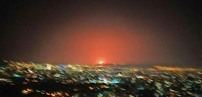 NÓNG: Nổ rất lớn ngay ngoài Thủ đô Tehran của Iran - Nghi vấn bị tấn công quân sự? - Ảnh 8.