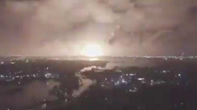 NÓNG: Nổ rất lớn ngay ngoài Thủ đô Tehran của Iran - Nghi vấn bị tấn công quân sự? - Ảnh 7.