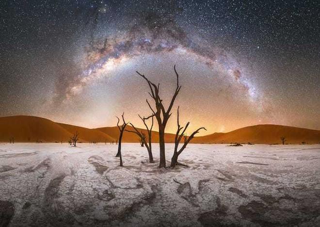 Lạc giữa Ngân Hà qua 15 bức ảnh trời đêm đẹp nghẹt thở - Ảnh 1.