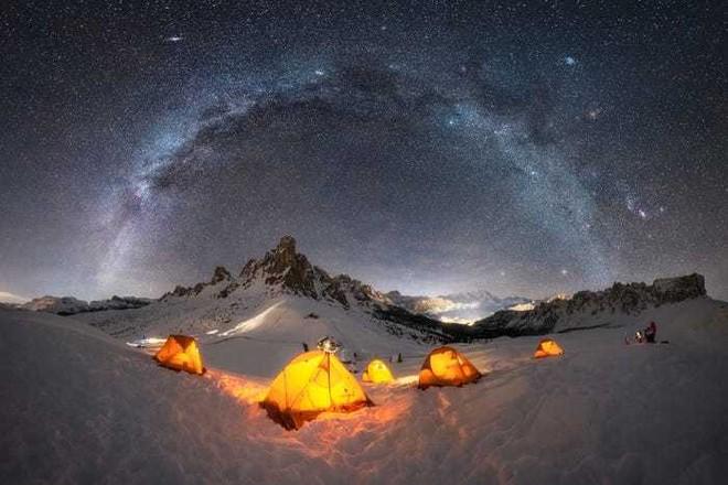 Lạc giữa Ngân Hà qua 15 bức ảnh trời đêm đẹp nghẹt thở - Ảnh 2.