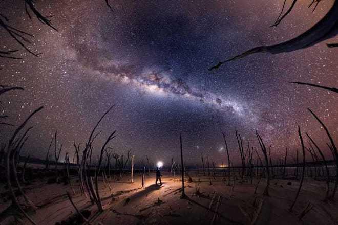 Lạc giữa Ngân Hà qua 15 bức ảnh trời đêm đẹp nghẹt thở - Ảnh 5.
