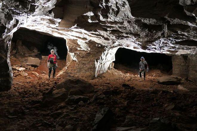 Thử khám phá hố tử thần sâu hun hút xuất hiện giữa khu phố, ai ngờ phát hiện ra cả hệ thống hầm mỏ bí ẩn nằm ngay bên dưới - Ảnh 8.