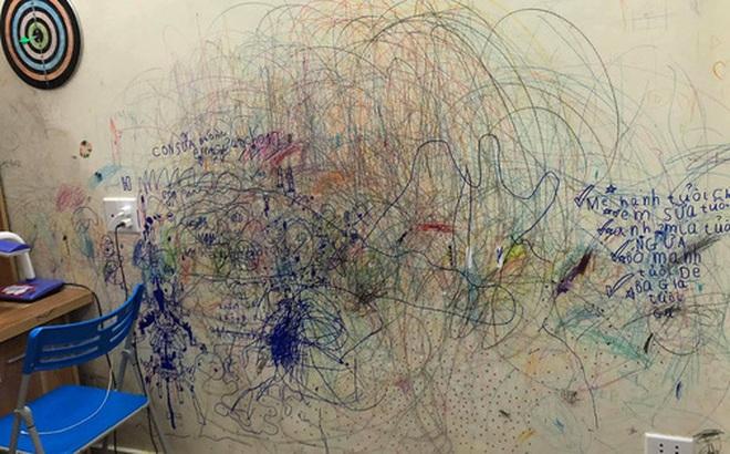 """Cho con thoải mái vẽ """"tranh trừu tượng"""" lên tường, bố mẹ giờ đây chỉ biết khóc thét, lên mạng tìm người cùng cảnh ngộ"""