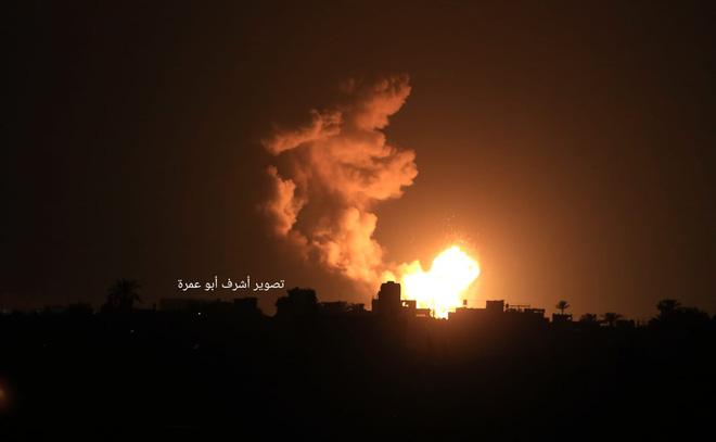 Còi báo động vang khắp Israel, dải Gaza chìm trong bão lửa - Chiến sự Syria căng thẳng tột độ, phiến quân thương vong vô số - Ảnh 2.