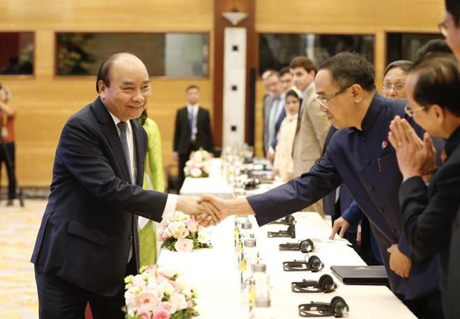 Thủ tướng Nguyễn Xuân Phúc: Giữa cạnh tranh Mỹ  - Trung, ASEAN không muốn chọn phe - Ảnh 1.