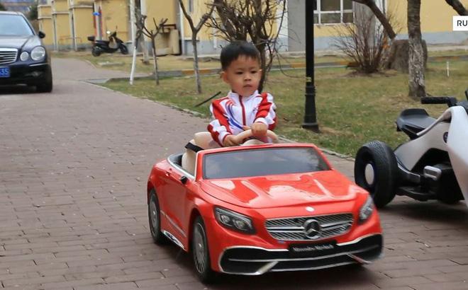 'Quái xế' 5 tuổi nổi tiếng khắp Trung Quốc