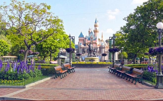 """Disneyland: Từ nơi 'hạnh phúc nhất hành tinh"""" bỗng hóa nơi... hiu quạnh nhất"""