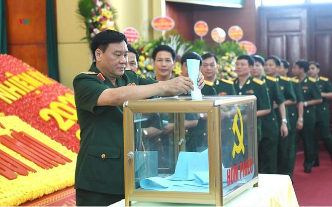 Thiếu tướng Trịnh Văn Quyết giữ chức Bí thư Đảng uỷ Quân khu 2 - Ảnh 1.