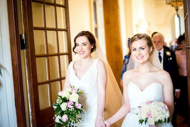 Tình yêu đồng giới của 2 cô nàng xinh đẹp: Từ mối tình thời sinh viên bị gia đình lẫn xã hội thử thách đến hôn nhân viên mãn đáng ghen tị - Ảnh 12.